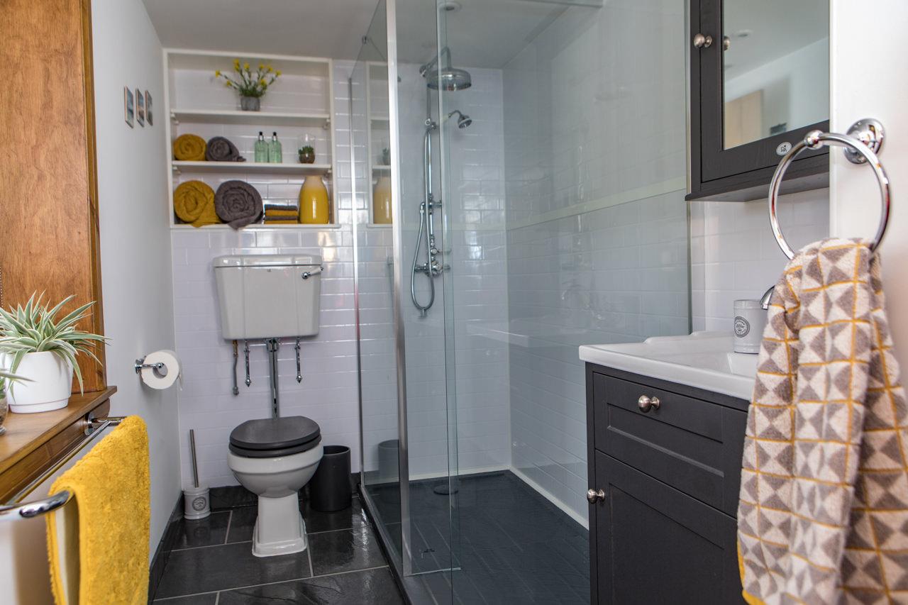 Beinn Dearg Cottage Bathroom