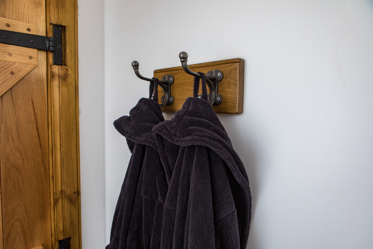 Beinn Dearg Cottage Bedroom Bathrobes